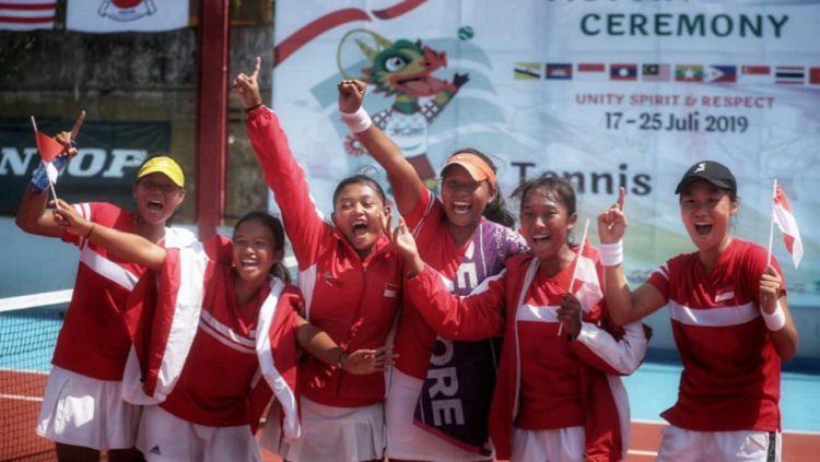 Tim tenis beregu putra dan putri Indonesia raih medali emas di ASEAn School Games, Minggu (21/07/19) Copyright: © Kemenpora.go.id