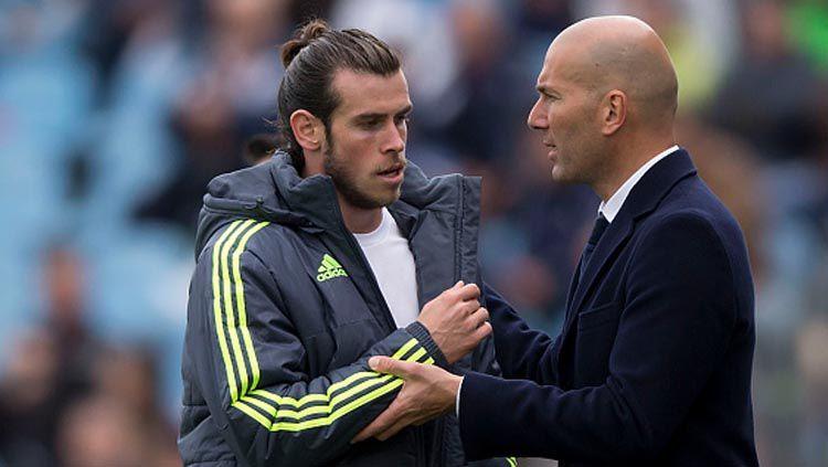 Pemain bintang dan pelatih Real Madrid, Gareth Bale (kiri) dan Zinedine Zidane. Copyright: © Gonzalo Arroyo Moreno/Getty Images