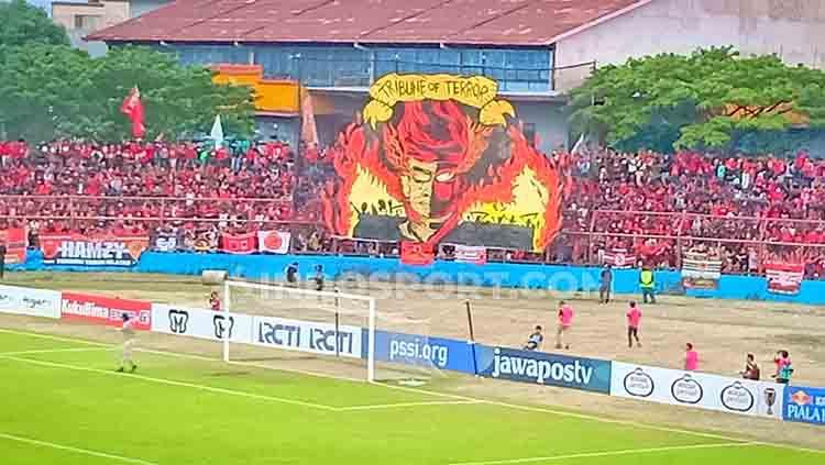 Koreo suporter PSM Makassar. Copyright: © Adriyan Adirizky/INDOSPORT