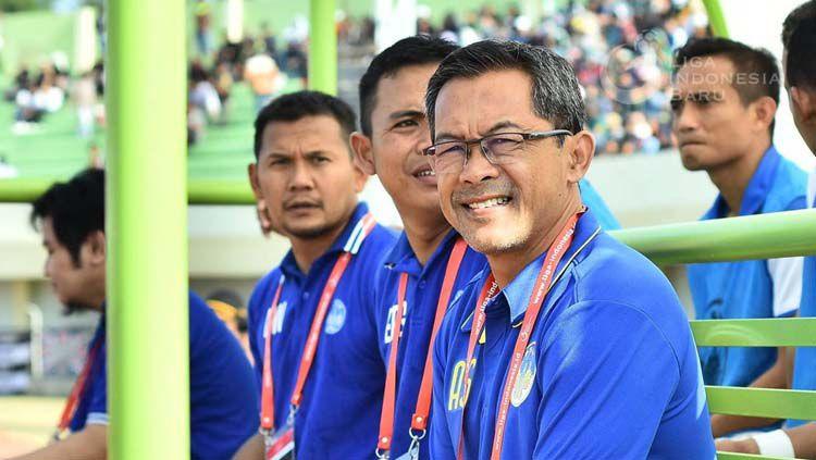 Pelatih anyar PSIM Yogyakarta Aji Santoso di Liga 2 2019. Copyright: © Twitter/@Liga2Match/liga-indonesia.id