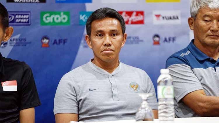 Pelatih Timnas Indonesia U16, Bima Sakti saat menghadiri sesi preskon sebelum Piala AFF U16. Foto: PSSI Copyright: © PSSI