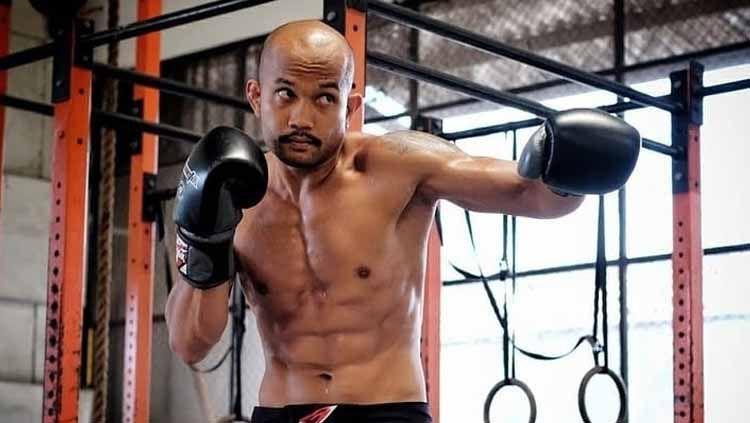 Theodorus Ginting berhasil menjadi juara nasional baru kelas welter One Pride MMA, usai memukul lawannya, Rudy 'Ahong' Gunawan, hingga Knock Out (KO). Copyright: © Instagimg