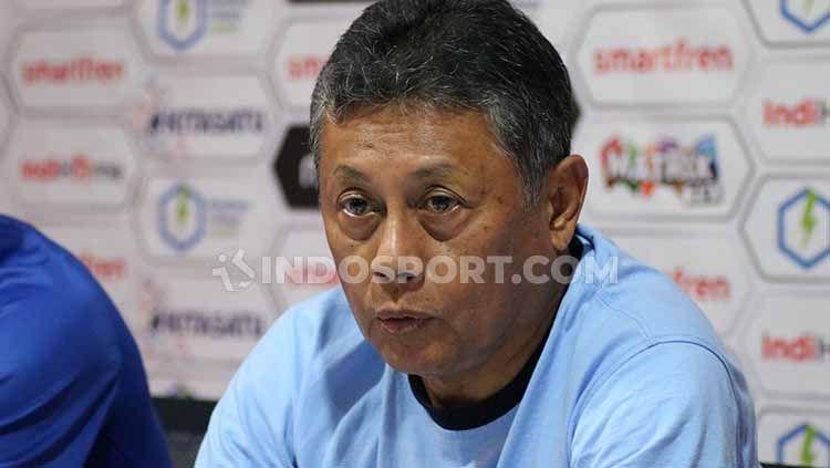 Pelatih Sulut United, Herry Kiswanto. Foto: Nofik Lukman Hakim/INDOSPORT Copyright: © Nofik Lukman Hakim/INDOSPORT