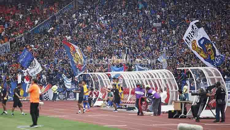 Arema FC dan Aremania kompak menyatukan suaranya dengan menjadikan komplotan copet sebagai musuh bersama atas fenomena yang masih terjadi di sejumlah laga home Liga 1 di stadion Kanjuruhan. Copyright: © Herry Ibrahim/INDOSPORT
