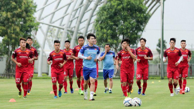 Para pemain Timnas Vietnam U-22 tengah berlatih. Copyright: © VFF.org.vn