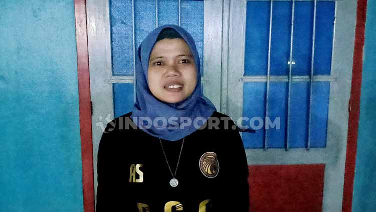 Mardiana Majid, Manajer RGC Foundation FC. Copyright: © Adriyan Adirizky/INDOSPORT
