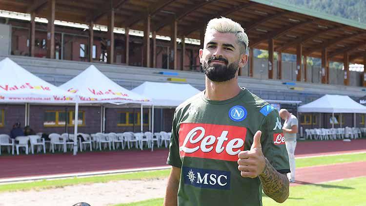 Elseid Hysaj sempat mengalami momen horor ketika salah mendarat di laga Napoli kontra Torino pada pekan tujuh Serie A Italia 2019-2020. Copyright: © SSC NAPOLI/SSC NAPOLI via Getty Images
