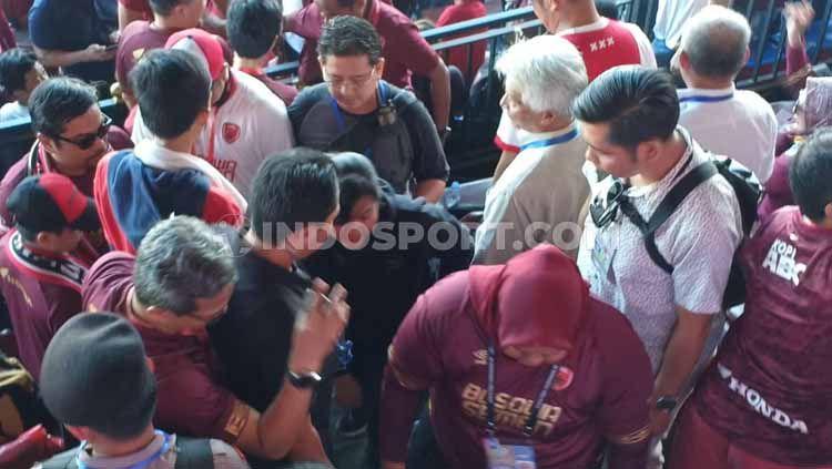 Sekjen PSSI, Ratu Tisha Destria, tiba di VIP Utama Stadion Andi Mattalatta, Makassar. Kehadirannya membuat seisi stadion riuh dimana suporter berteriak mafia. Copyright: © Adriyan Adirizky Rahmat/INDOSPORT