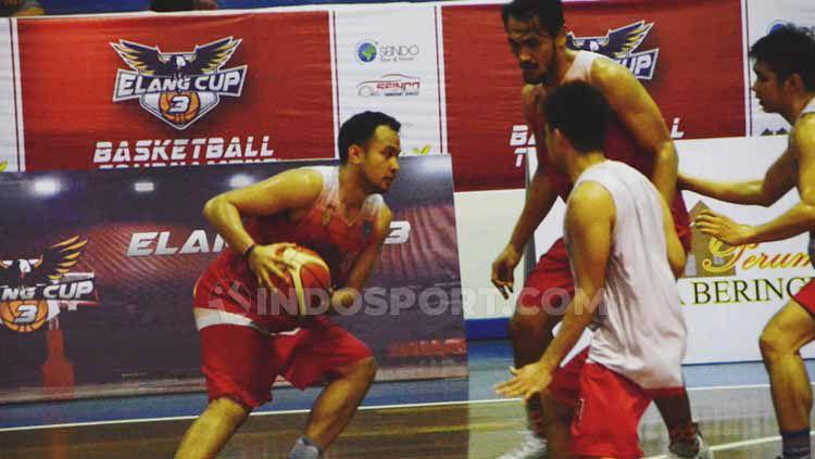 Tim Indonesia Selection melakukan latihan di GOR Angkasa Lanud, Medan, Selasa (06/08/2019) sore. Foto: Aldi Aulia Anwar/INDOSPORT Copyright: © Aldi Aulia Anwar/INDOSPORT