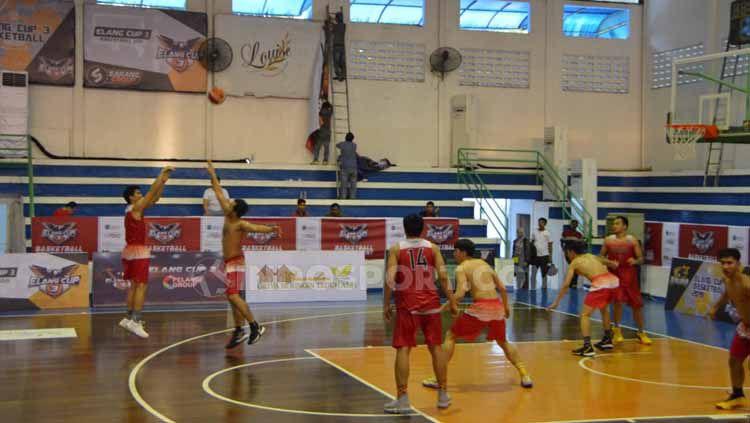 Pandemi virus corona di dunia yang belum berakhir secara tidak langsung menggangu persiapan Timnas Basket Indonesia untuk kualifikasi FIBA Asia Cup 2021. Copyright: © Aldi Aulia Anwar/INDOSPORT