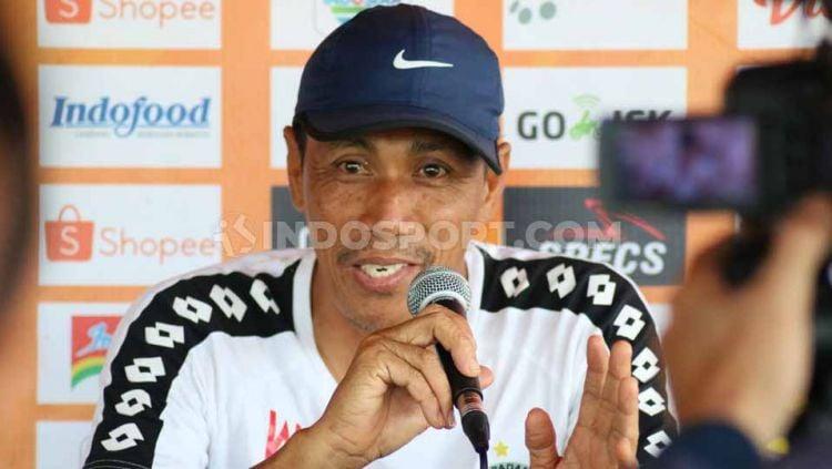 Pelatih Semen Padang, Weliansyah, gembira karena PSS Sleman tak bisa diperkuat Brian Ferreira dan Kushedya Hari Yudo pada laga pekan ke-18, Jumat (13/09/19). Copyright: © Nofik Lukman Hakim/INDOSPORT