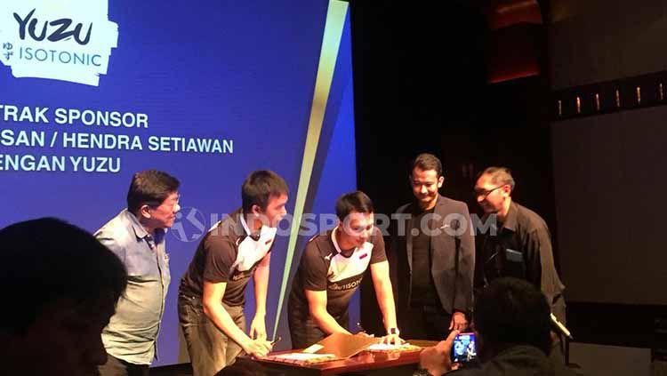 Hendra Setiawan/Muhammad Ahsan mendapat sponsor baru jelang kejuaraan dunia. Copyright: © Petrus Manus Da'Yerimon/INDOSPORT
