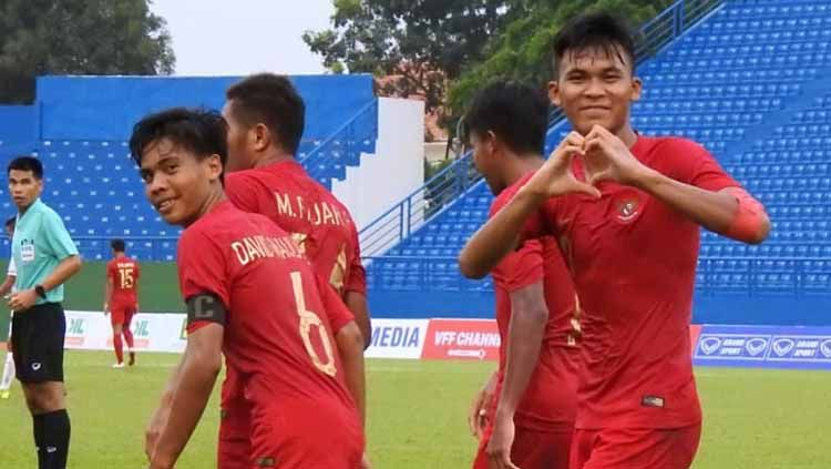 Selebrasi penggawa Timnas Indonesia U-18 usai membantai Timor Leste dengan skor 4-0. Copyright: © Media PSSI
