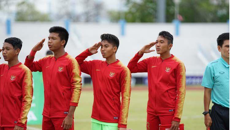 Kiper Timnas Indonesia U-16, Made Putra Kaicen (tengah). Copyright: © PSSI
