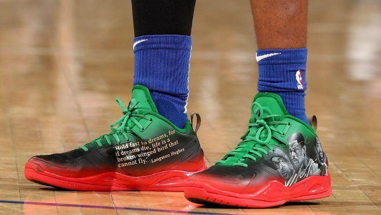 Sepatu Langston Galloway yang bertemakan Black History Month. Copyright: © Instagram/Langston Galloway