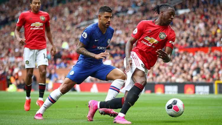Aaron Wan-Bissaka jadi satu dari tiga rekrutan Manchester United yang tampil memukau di laga pekan perdana Liga Primer Inggris 2019/20 melawan Chelsea. Copyright: © premierleague