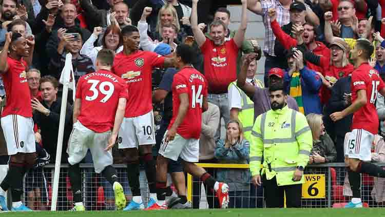 Pemain Manchester United akan merayakan gol yang dicetak oleh Anthony Martial ke gawang Chelsea. Copyright: © premierleague