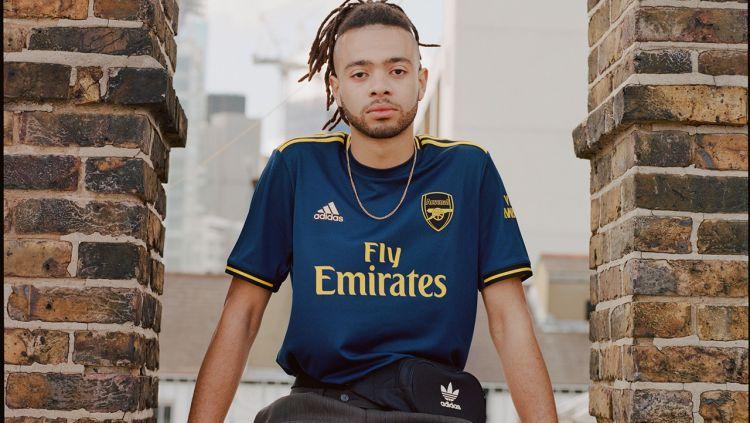 Jersey ketiga Arsenal edisi 2019/20 Copyright: © hypebeast.com