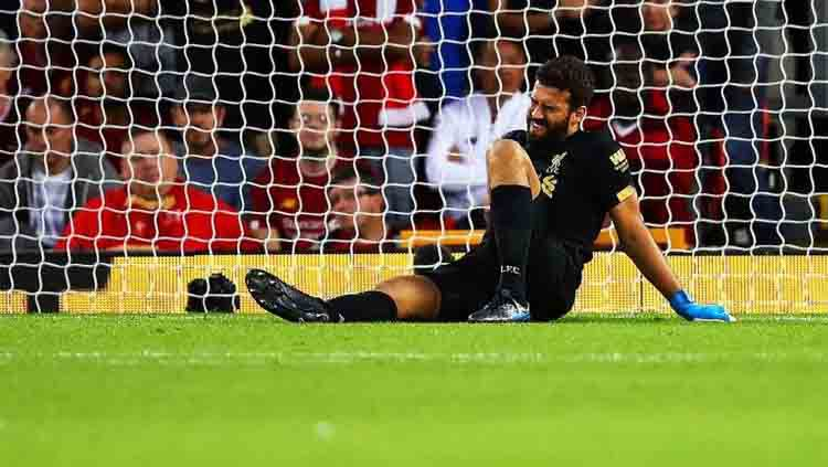 Alisson Becker jadi salah satu pemain Liverpool yang berburu comeback usai cedera. Copyright: © eurosport.com