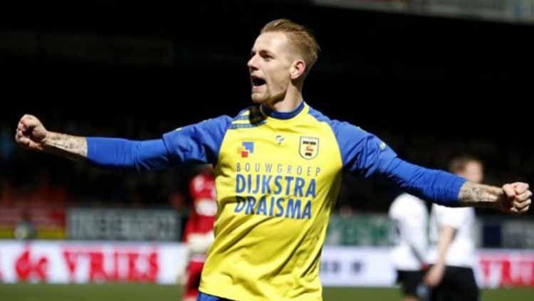 Kevin van Kippersluis disebut menolak pinangan beberapa klub besar demi bergabung ke Persib Bandung. Copyright: © lc.nl