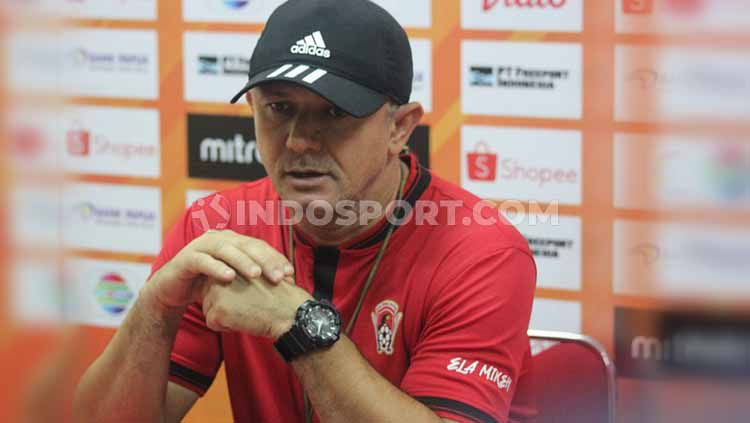 Pelatih Kalteng Putra, Gomes de Oliveira menjelaskan status terkini Yoo Hyun-koo. Copyright: © Sudjarwo/INDOSPORT