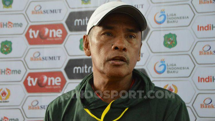 Pelatih PSMS Medan, Abdul Rahman Gurning. (Foto: Aldi Aulia Anwar/INDOSPORT) Copyright: © Aldi Aulia Anwar/INDOSPORT