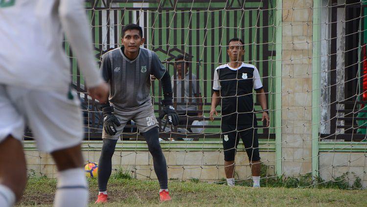 Kiper PSMS Medan, M. Choirun Nasirin, dipastikan absen saat melakoni laga perdana putaran kedua Liga 2 2019 Wilayah Barat kontra PSPS Riau akibat skorsing. Copyright: © Aldi Aulia Anwar/INDOSPORT