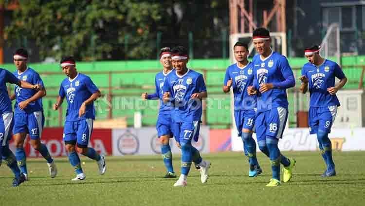 Suasana latihan pemain Persib Bandung di Stadion Andi Mattalatta. Copyright: © Media PSM Makassar