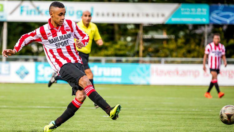 Djazz Manusama, pemain keturunan Indonesia yang diketahui saat ini tengah menganggur dan tak memiliki klub. Copyright: © www.alphenseboys.nl
