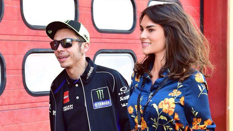Valentino Rossi bersama dengan kekasihnya, Francesca Sofia Novello. Copyright: © instagram.com/francescasofianovello