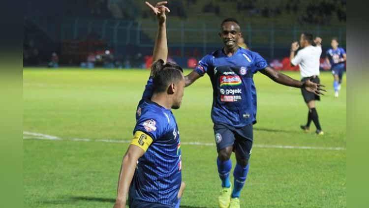 Selebrasi pemain Arema FC usai mencetak gol ke gawang Barito Putera pada Liga 1 2019. Copyright: © Instagram@aremafcofficial