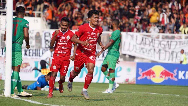 Selebrasi pemain Persija Jakarta, Heri Susanto dan Ramdani usai mencetak gol ke gawang Kalteng Putra di Liga 1 2019, Selasa (20/08/19). Copyright: © Media Persija