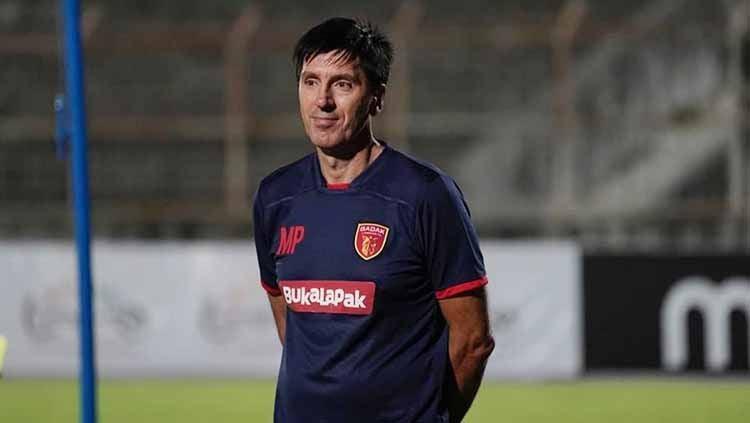 Milan Petrovic menganggap kekuatan Arema FC tak banyak terpengaruh meski tanpa peran 5 pemain pentingnya saat menantang Perseru Badak Lampung di Shopee Liga 1. Copyright: © badaklampungfc