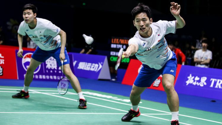 Nasib kurang baik sudah harus dialami oleh pasangan ganda putra Korea Selatan, Choi Solgyu/Seo Seung Jae di turnamen Denmark Open 2019. Copyright: © Shi Tang/Getty Images