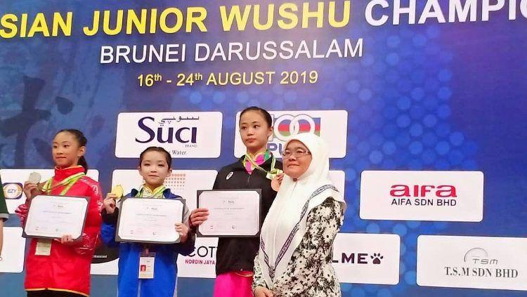 Rainie Elena Liem meraih medali emas di Kejuaraan Asia Wushu Junior di Brunei Darussalam, Kamis (22/08/19) Copyright: © instagram.com/rossinurasjati