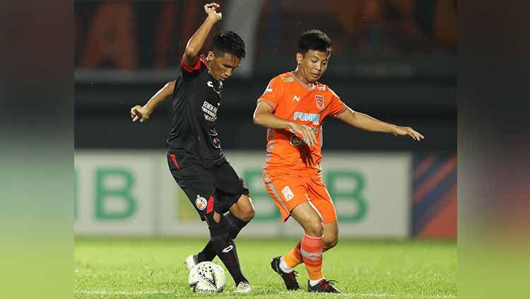 Laga pertandingan Borneo FC vs Semen Padang, Sabtu (24/08/2019). Copyright: © twitter@PusamaniaBorneo