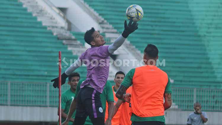 Kiper Dhika Bayangkara jadi salah satu pemain yang dilepas PSS Sleman. Foto: Ronald Seger Prabowo/INDOSPORT Copyright: © Ronald Seger Prabowo/INDOSPORT