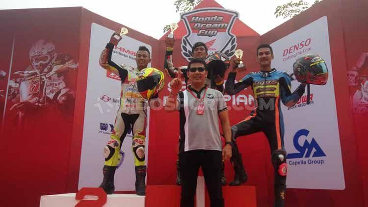 Anggi Permana juara Race 2 kelas HDC-1 Honda Dream Cup Pekanbaru 2019, Minggu (25/08/19). Foto: Luqman N. Arunanta/INDOSPORT Copyright: © Luqman N. Arunanta/INDOSPORT