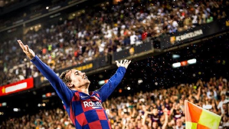 Antoine Griezmann melakukan selebrasi gol dengan gaya LeBron James. Copyright: © Twitter @AntoGriezmann