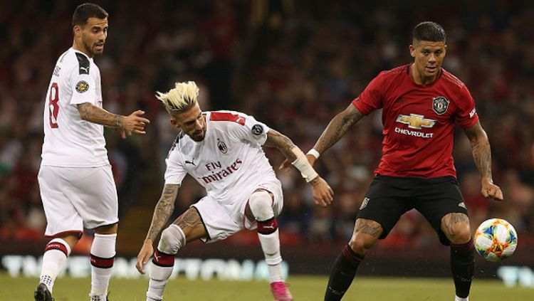 Marcos Rojo (kanan) saat bertanding melawan AC Milan Copyright: © Matthew Peters/Manchester United via Getty Images