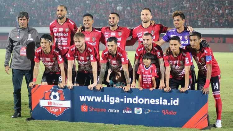 PT Liga Indonesia Baru (LIB) tak punya rencana menyerahkan piala andai Bali United sudah juara pada pekan ke-30 Shopee Liga 1 2019. Copyright: © Nofik Lukman Hakim/INDOSPORT