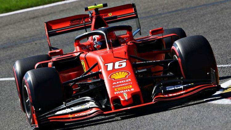 Pembalap Formula 1 tim Ferrari, Charles Leclerc, mampu jadi yang tercepat di sesi latihan bebas ke-3, Free Practice 3 GP Singapura. Copyright: © Sky Sports