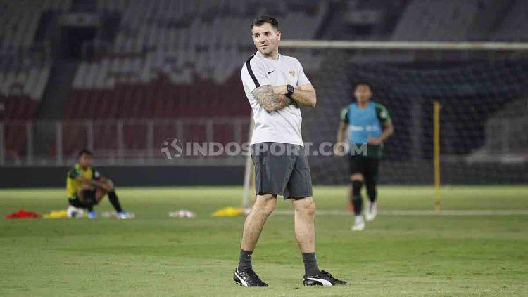 Pelatih Timnas Indonesia, Simon McMenemy. Copyright: © Herry Ibrahim/INDOSPORT