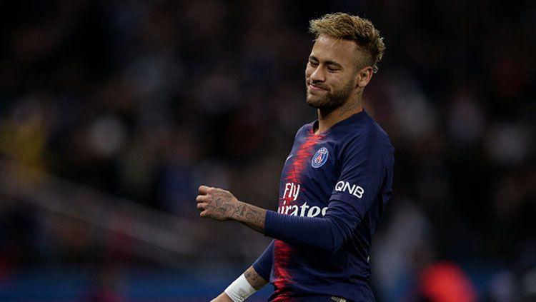 Ekspresi sedih dari pemain megabintang PSG, Neymar Copyright: © Soccrates Images/Getty Images