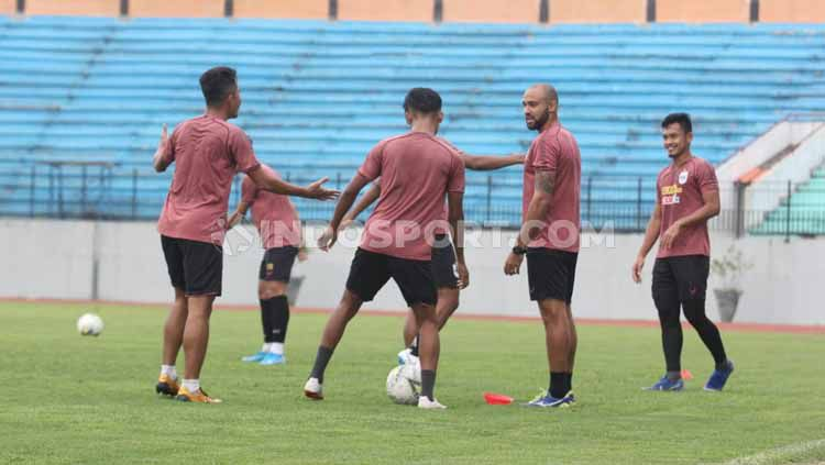 Sesi latihan PSIS pada Rabu pagi di Stadion Moch Soebroto, Kota Magelang. Copyright: © Alvin Syaptia Pratama/INDOSPORT