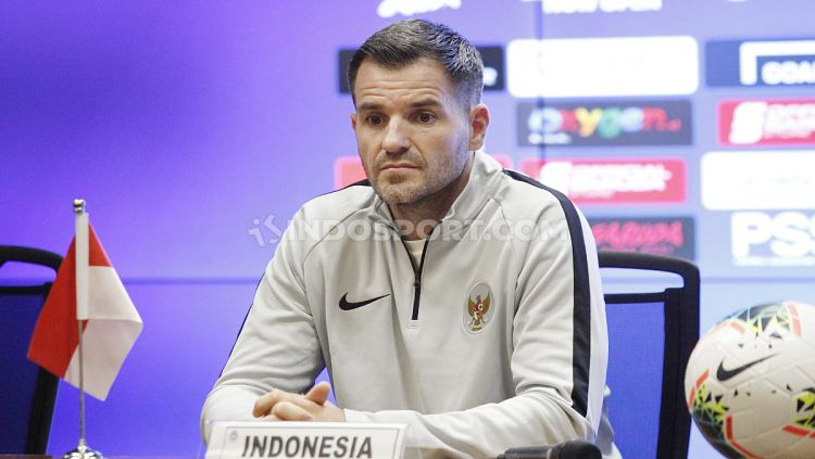 Jumpa pers Timnas Indonesia jelang melawan Timnas Malaysia di Pra Piala Dunia 2019 yang dihadiri pelatih Simon McMenemy dan Kapten tim Andritany di Media Center Stadion GBK Senayan, Jakarta, Rabu (04/09/19). Copyright: © Herry Ibrahim/INDOSPORT