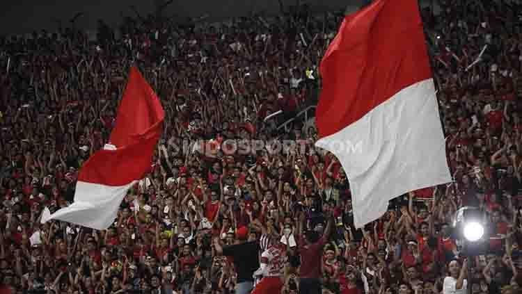 Para pendukung Timnas Indonesia bersorak memberikan dukungan kepada Beto cs, Kamis (05/09/2019). Foto: Herry Ibrahim/INDOSPORT Copyright: © Herry Ibrahim/INDOSPORT