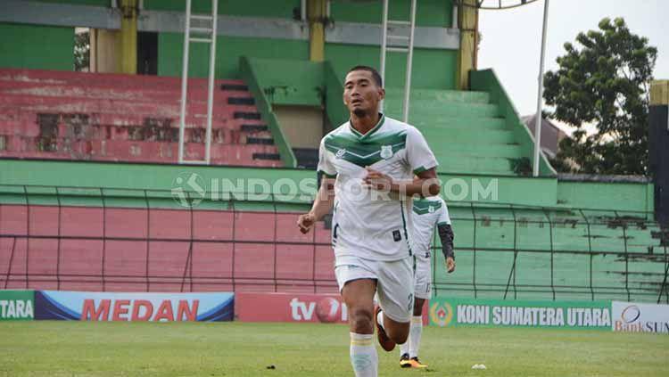 Pemain sekaligus kapten PSMS Medan, Legimin Raharjo, dalam pertandingan Liga 2. Copyright: © Aldi Aulia Anwar/INDOSPORT