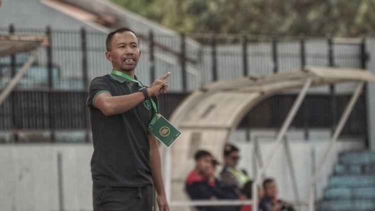 Uston Nawawi yakin pertandingan Liga 1 antara Persebaya vs Badak Lampung bakal berjalan sengit meski bertajuk laga akhir. Copyright: © Persebaya