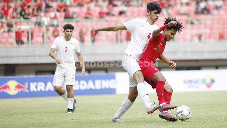 Laga uji coba Timnas Indonesia U-19 melawan Iran di Stadion Mandala Krida pada Rabu (11/9/19) pukul 15.30 WIB bisa disaksikan secara live streaming di RCTI. Copyright: © Herry Ibrahim/INDOSPORT